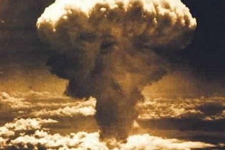 atomic bomb justified The atomic bomb: hiroshima and nagasaki the bombings on august 6, 1945, after 44 months of increasingly brutal fighting in the pacific, an american b-29 bomber loaded with a devastating new weapon appeared in the sky over hiroshima, japan.