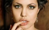 Angelina Jolie s-a facut designer! Creeaza haine pentru copii  cu Stella McCartney si Disney