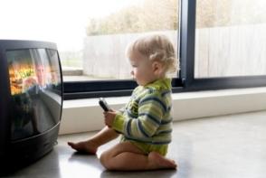 Televizorul afecteaza pozitiv sau negativ creierul copilului? Ce spun specialistii