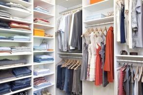 Gata cu dezordinea in garderoba ta! 7 trucuri de organizare a dulapului de haine
