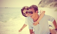 Cum sa atragi atentia unui tip pe o plaja! Trucuri care te ajuta sa te faci remarcata