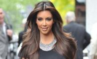 Kim Kardashian are asistenti pentru fundul sau! Vezi cum o ating acestia - FOTO