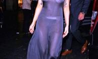 Intr-o rochie transparenta si cu pete pe maini! Ce vedeta a avut o aparitie DEZASTRUOASA - FOTO