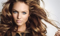Nu doar blondul li se potriveste fetelor cu ochii albstri! Pentru ce alte culori ai putea opta