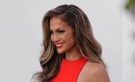 Jennifer Lopez este sexy orice ar imbraca. In ce tinuta a impresionat de aceasta data - FOTO