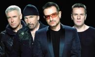 La un pas de tragedie! Un membru al trupei U2 a cazut de pe scena - VIDEO