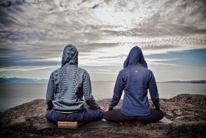 Yoga in cuplu este benefica pentru orice relatie. Afla beneficiile ei si cum o poti incerca acasa