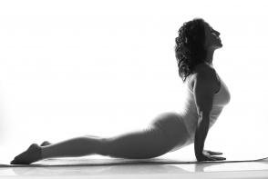 Esti stresata? Vezi 5 pozitii de yoga care te relaxeaza in 10 min