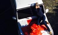 Cadou de peste 200.000 dolari! Vezi cine este tanara de la noi care a primit o masina de lux in dar - FOTO