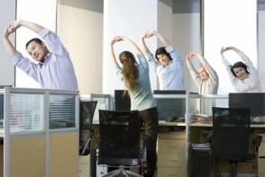 Ce exercitii sa facem daca stam toata ziua la birou? Afla care sunt recomandarile specialistului