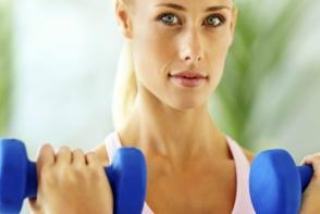 8 exercitii pentru tonifierea bratelor! Uite cum sa ai muchii bine definiti