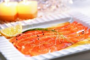Somon marinat cu lamaie, un aperitiv usor de preparat