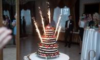 Cherry party - cireasa de pe tort! Uite ce desert spectaculos au savurat invitatii. Toata lumea si-a facut poze langa tort