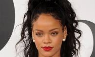 Rihanna, tinuta provocatoare! Aceasta a aparut cu sanii la vedere si in lenjerie intima - FOTO
