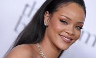 Rihanna, intr-o pereche de blugi-cizma! Cu ce incaltaminte neobisnuita a fost surprinsa vedeta - FOTO