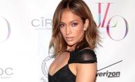 Jennifer Lopez si-a sarbatorit cu mult fast, ziua de nastere. Vezi cat de indraznet s-a imbracat omagiata, dar si ce oaspeti celebri a avut - FOTO