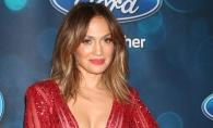 Au purtat acelasi costum mulat insa au aratat diferit! Vezi pe cine arata mai sexy pe Jennifer Lopez sau pe supermodelul familiei Kardashian - FOTO