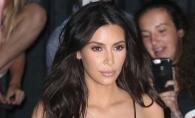 Kim Kardashian socheaza din nou. Fara lenjerie intima si imbracata in cea mai transparenta rochie de pana acum - FOTO