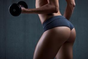 Exercitii pentru coapse tonifiate si un posterior mai ridicat. Iti ia doar 5 minute pe zi - VIDEO