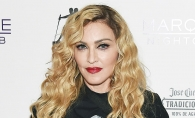 Madonna a pozat goala, indemandu-si fanii sa voteze pentru Hillary Clinton! Ce poze au aparut pe Internet