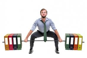 Exercitii pe care le poti face la birou fara sa stie nimeni. Iata cum le faci - FOTO