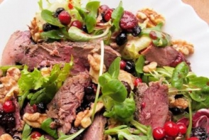 Salata cu piept de rata si coacaze