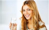 Cum poti afla daca parul tau este sanatos fara sa mergi la medic? Ai nevoie de un pahar cu apa - FOTO