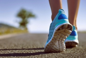 E suficienta plimbarea in lupta cu kilogramele? Afla cate calorii arzi cand mergi