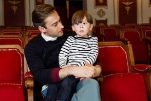 Fiul Jannei Friske, la patinat cu tatal sau! Cu cine seamana micutul Platon - FOTO
