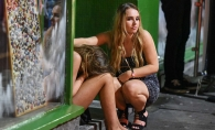 Batai in plina strada, fete bete cu lenjeria la vedere si tineri inconstienti: britanicii au facut macel pe strazile Angliei in noaptea de Revelion - GALERIE FOTO