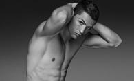 O vanzatoare i-a furat inima lui Cristiano Ronaldo. Celebrul fotbalist a  facut publica relatia cu bruneta voluptoasa - FOTO