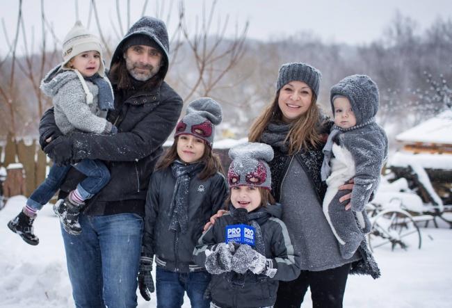 La sanius cu copiii fotografei Marianna Petrenko: Stanley, Sebastian, Naomie, Etienne - VIDEO