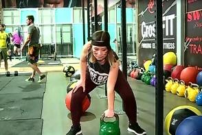 Editorul perfecte, campion la deschis frigiderul, s-a apucat de CrossFit. Dupa acest antrenament kilogramele pur si simplu se topesc - VIDEO
