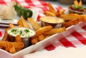 Doua sosuri delicioase, care se combina perfect cu cartofii prajiti