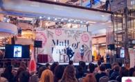 Zeci de femei au venit la Mall of Fame ca sa-l cunoasca pe faimosul designer Catalin Botezatu - VIDEO