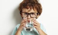 Esti tulburat? Bea un pahar cu apa. Care este legatura dintre apa si stres - FOTO