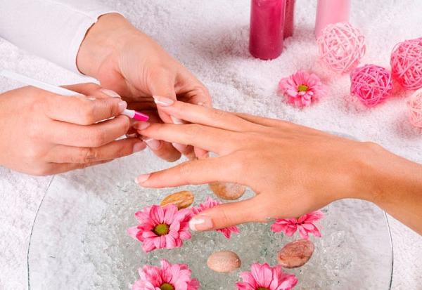 Ultima moda in materie de unghii. Cum arata manichiura-cuart si de ce vor toate doamnele si domnisoarele sa o incerce - FOTO