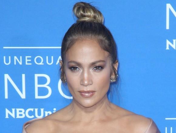 A bifat inca o aparitie fulminanta! Jennifer Lopez, femeia mereu sexy - FOTO