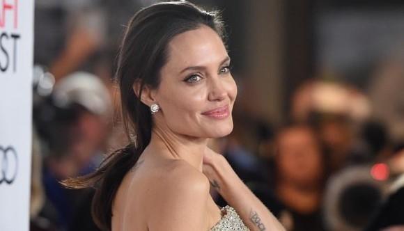 Angelina Jolie s-a mutat cu copiii intr-o vila de 25 de milioane $! Cum arata luxoasa casa - FOTO