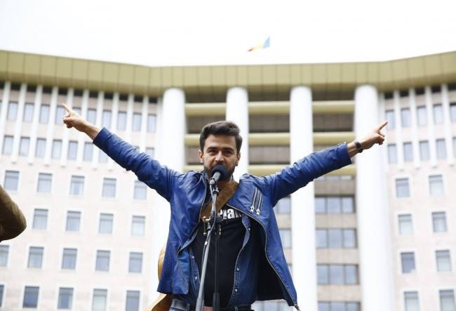 Pasha Parfeni este dur criticat pentru decizia de a canta la Balti de hramul orasului. Ce spune interpretul - VIDEO