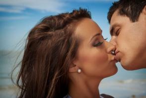 10 semne ca insemni mai mult pentru el decat crezi. Cum sa iti dai seama daca te iubeste sau nu