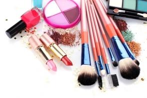 7 produse cosmetice inutile, pe care iti irosesti banii