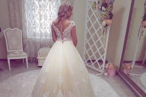 Esti curioasa sa afli care sunt noile tendinte in materie de rochii de mireasa? Salonul VOGUE iti propune cele mai frumoase optiuni - VIDEO