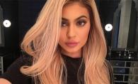 Kylie Jenner isi arata formele voluptoase intr-o campanie publicitara!  Vezi cat de provocator a pozat - FOTO