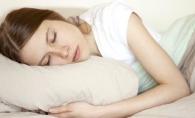Nu poti dormi noaptea din cauza caldurii? Iata 10 sfaturi pentru un somn linistit pe timp de vara