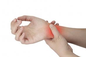 Mergi urgent la medic, daca ti-a aparut o umflatura la incheierea mainii. Iata ce poate fi - FOTO