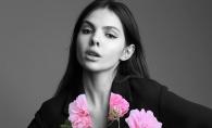 Bloggerita de moda Doina Ciobanu se afla la Saptamana Modei Haute Couture de la Paris. Vezi ce rochie spectaculoasa a imbracat la Gala Vogue - VIDEO