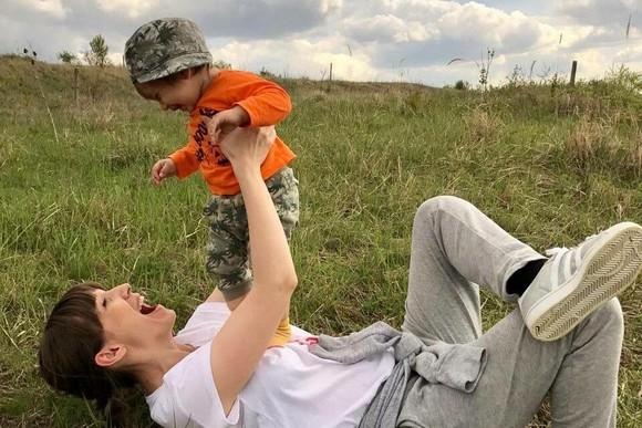 Adela Popescu si-a vaccinat baietelul si a scris despre asta pe blog! Reactiile mamicilor nu au fost doar pozitive!