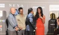 Intre doua nu te ploua, dar nici bine nu iti e! Salman Khan, cu Iulia Vantur si cu fosta iubita, la New York - FOTO