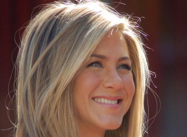 Tot mai frumoasa! Jennifer Aniston, tanara si stralucitoare pe Walk of Fame - FOTO
